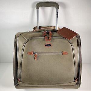 "Boyt Edge Designer Carry On 16"" 2 Wheels Rolling Bag Luggage EUC"