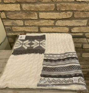 POTTERY BARN Patchwork Sweater Fair Isle Pillow Cover 18X18 Gray/White Christmas