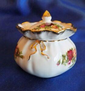 "Royal Albert Old Country Roses. Small Trinket pot ""Dorothy"" pot   1962"