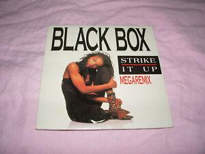 /// CD SINGLE BLACK BOX STRIKE IT UP MEGAREMIX 3 TITRES / EURO DANCE 1991