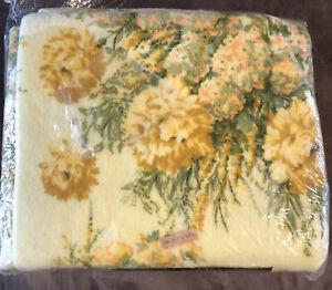 NEW Vtg Beacon  Blanket 72X90 Twin Full Yellow Floral Print NOS Retro Polyester