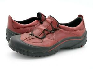 Clarks Womens 8M Muckers Red Black Solid Leather Waterproof Slip On Shoes