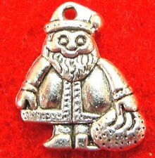 50Pcs. WHOLESALE Tibetan Silver Christmas SANTA CLAUS Charm Pendants Drops Q0560