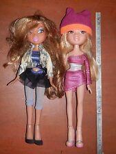 Coppia di vecchie bambole BRATZ MGA Entertainment China 2001 usate con abiti da