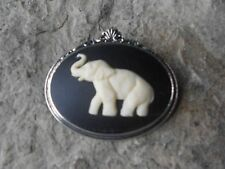 ELEPHANT CAMEO ANTIQUED SILVER TONE BROOCH / PIN - AFRICA - AFRICAN