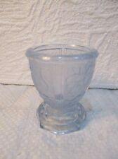 Joli coquetier en verre moulé 1930