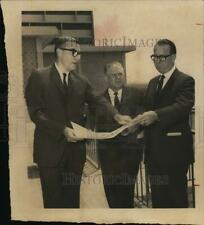 1968 Press Photo Officials looking over plans at new site for hospital