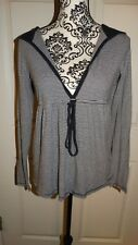 WOMANS OLD NAVY HOODIE LONG SLEEVE STRIPED BLOUSE SIZE MEDIUM COLORS BLUE WHITE