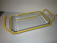 1980's GLASS BAKING DISH & YELLOW METAL HANDLE RACK 2 PANS 1 CRADLE ESSENTIALS