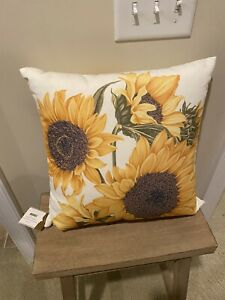 """NWT Pottery Barn Botanical Sunflower Indoor/Outdoor Decorative Pillow 18"""""""