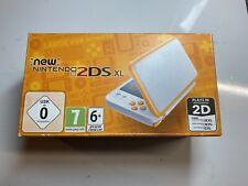 New Nintendo 2DS XL Console de Jeu Portable - Blanche/Orange