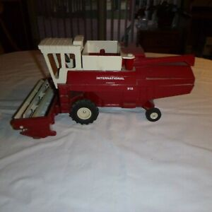 Vintage Ertl IH 915 combine, better then great condition, 1/20 scale