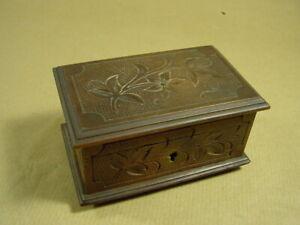 Kleine Schatulle, Holzkiste, Schmuckkästchen, Zigarettenbox aus Holz, Kerbholz.