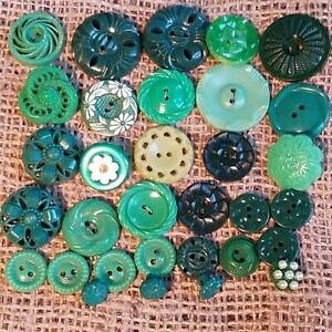 30 Vintage Plastic Green House Dress Flower Buttons Lot 72Y