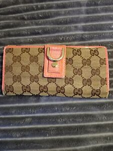 Used Gucci Wallet Women Brown and pink. (For repair)