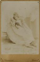 L. Vasseur, Une comédienne prend la pose  vintage albumen print,  Tirage album
