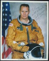 s1413) Raumfahrt Astronaut Robert F. Overmyer - NASA Photo Autograph Pilot STS-5