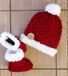 NEW /Hand madeKnitted Baby Santa Hat and Booties/0-6 Months