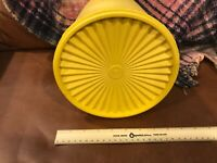 VINTAGE 2 Pc Tupperware Maxi Servalier Canister Harvest Gold 10 x 9 aprox