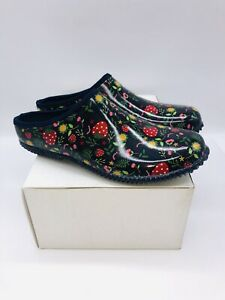 Western Chief Women's Garden Clog Red (Strawberries) - *Pre-Owned*  choose size