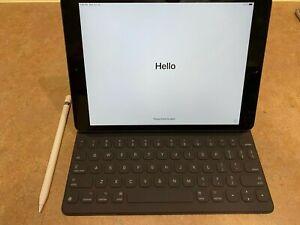 Apple iPad 7th Gen. 128GB, Wi-Fi Space Gray w Smart Keyboard and Apple Pencil
