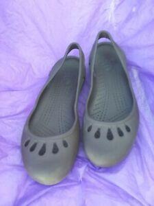 CROCS Womens Size 8.5grey Slip  mary jane31/4wide