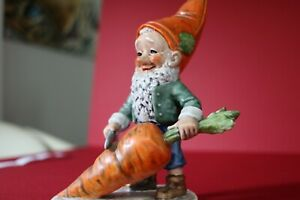 GOEBEL CO-BOY PORCELAIN GNOME ROBBY THE VEGETARIAN WITH CARROT - WELL 501 - 1970