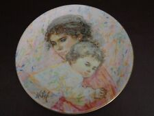 Royal Doulton 1976 Collector Plate Marilyn and Child by Edna Hibel (Cat.#12B012)