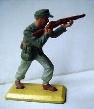 FIGURINE BRITAINS - SOLDAT ALLEMAND debout avec fusil