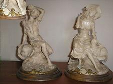 GIUSEPPE ARMANI - 2 statue raffiguranti personaggi  a riposo