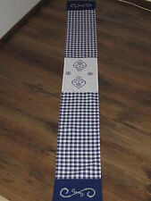 Tischband;ca.20cmx160cm;blau+weiß kariert;Kreuzstichstickerei Herzen blau-weiß