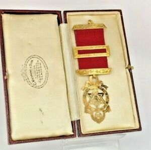 1905 Masonic 9ct solid gold chapter jewel by G Kenning & Son  in original box