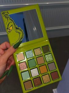Kylie X THE GRINCH PRESSED POWDER PALETTE 💚🌲 IN HAND TUESDAY⭐️💚🌲