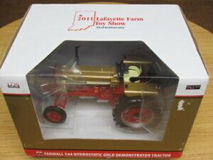 SPECCAST 1/16 IH FARMALL 544 HYDROSTATIC GOLD DEMONSTRATOR LE TRACTOR