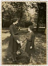 PHOTO ANCIENNE - ENFANT FILLE JEU MODE ÉLÉGANTE -CHILD FASHION-Vintage Snapshot