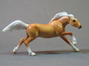 Breyer Stablemate Palomino Mustang Horse  Wild at Heart 2018 1:32 scale # 6035