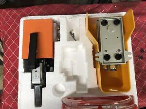 VEVOR Alicates de Engarzado Hidr/áulico 7 Dados Herramienta de Engarzado Hidr/áulico 8 kg Caja de Engarzadora Hidr/áulica Herramienta de Compresi/ón Hidr/áulica Prensa Hidr/áulica para Mangueras