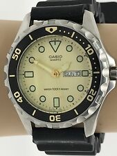 Casio 709 Men's Watch MD513 Diver Rubber Band Day Date Quartz For RepairParts