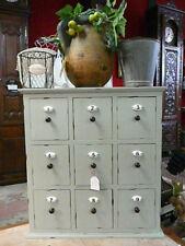 meuble de style grainetier à 9 tiroirs avec ses numéros en porcelaine