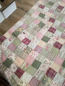 Pottery Barn Vintage Blakely Floral Patchwork Quilt Queen Red Green Flaw Shabby
