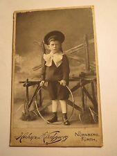 Nürnberg - Fürth - stehender Junge mit Mütze & Reifen - Kulisse Portrait / CDV