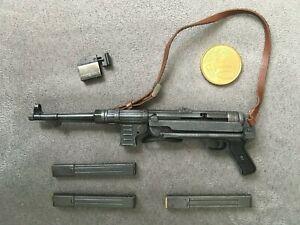 "DRAGON FIGURE  1/6 12""   WWII  GERMAN SUBMACHINE GUN   MP40 + CHARGEURS"