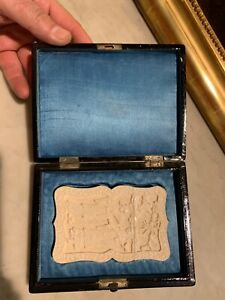 Fine Antique chinese lacqueur box with carved target Card case
