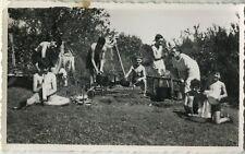 PHOTO ANCIENNE - VINTAGE SNAPSHOT - ENFANT PIQUE NIQUE SCOUTISME COLONIE CUISINE