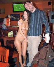 """HOT GIRL  ~  NUDE IN PUBLIC BAR  ~  CANDID  7X5"""" GLOSSY PHOTO"""