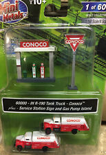N Scale Cmw Conoco Tankers, Sign And Pump Island (New Item )