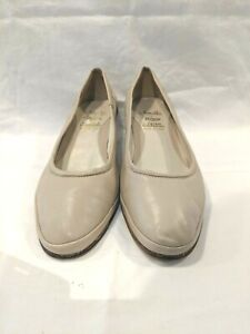 Amalfi by Rangoni made in Italy Size 7 1/2 beige low heeled court shoe