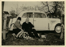 PHOTO ANCIENNE - VINTAGE SNAPSHOT - VOITURE PIQUE NIQUE RADIO COUPLE-CAR PICNIC