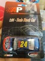1:64 Scale Jeff Gordon #24 Dupont NASCAR Diecast Vehicle 2001 Action Motorsports