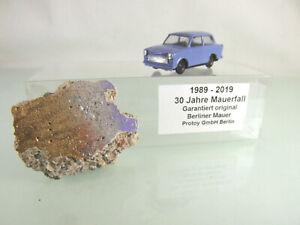 13 9999 20 Originalstück der Berliner Mauer mit Modellauto Trabant (1:87)